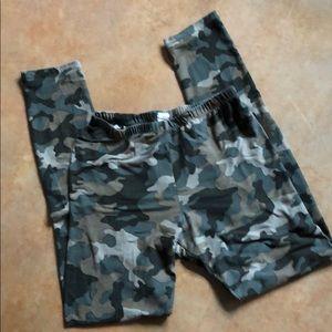 Suuuuuper soft full-length camo leggings